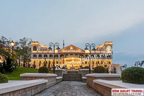 review-khach-san-da-lat-palace-1